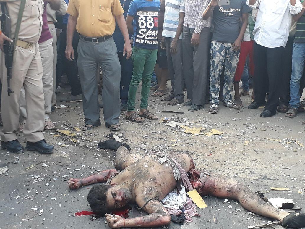 आगरा में एक्टिवा में रखे बारूद के कारण विस्फोट में दो की मौत –