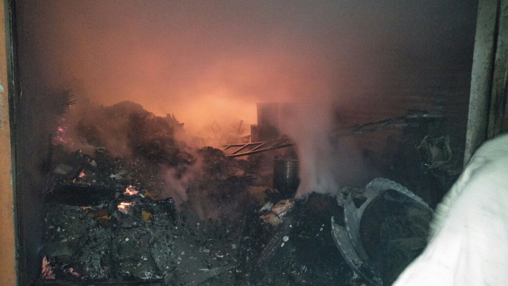किराने की दुकान में शॉर्ट सर्किट से लगी भयंकर आग ————————————- ओमकार श्याम