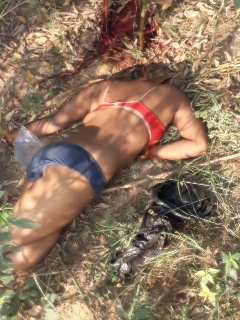 खेत में एक युवती की नग्न अवस्था में लाश मिली । ——– प्रहलाद