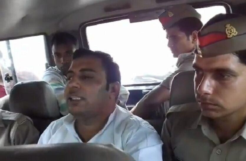 ताजमहल के फोटो पर भगवा झंडा लगाकर शेयर करने के मामले में अमित जानी गिरफ्तार ।