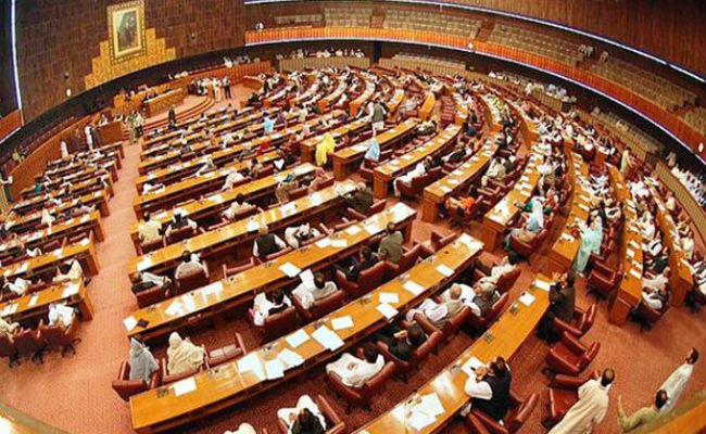 कश्मीर के मुद्दे पर चर्चा के दौरान पीएम इमरान खान गायब, पाकिस्तानी संसद में जोरदार हंगामा