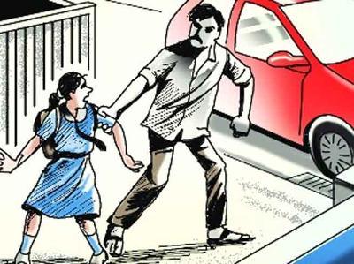 बालिका के अपहरण के प्रयास में आरोपी युवक को भीड़ ने पीटा।