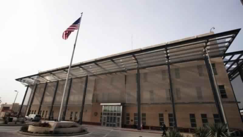 इराक़ में अमरीकी दूतावास के पास गिरे दो राकेट ।