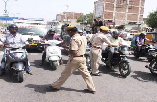 फिल्मी स्टाइल में उड़ाई फॉर्च्यूनर कार, आरोपी को गाड़ी सहित गिरफ्तार।