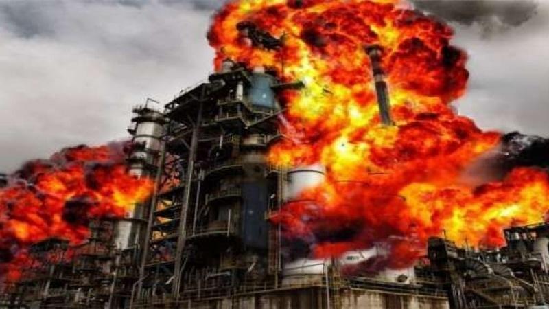 सऊदी अरब के आर्थिक स्तंभ पर यमनी ड्रोन का हमला, सऊदी तेल कंपनी आरामको में लगी आग।