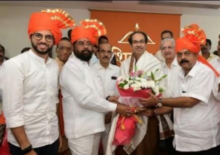 महाराष्ट्र – बीजेपी शिवसेना में रस्साकसी के चलते शिवसेना ने भी एकनाथ शिंदे को चुना विधायक दल का नेता