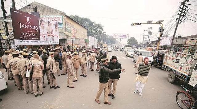 CAA के विरोध में बिजनौर हिंसा में SHO राजेश सिंह सोलंकी समेत 6 पुलिसकर्मियों पर हत्या का केस दर्ज