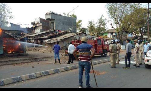 गुजरात के आणंद जिले में भी जारी है तीन दिनों से हिंसा