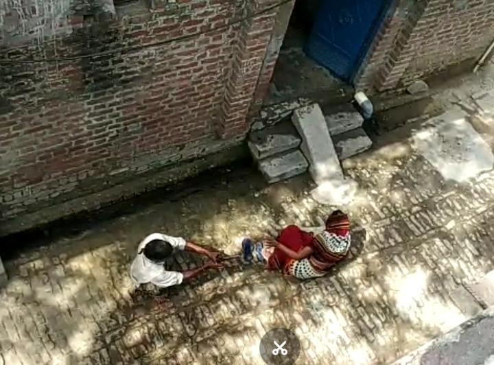 कासगंज: दिन दहाड़े बुजुर्ग महिला की गोली मारकर हत्या का वीडियो वायरल, आरोपी गिरफ्तार।
