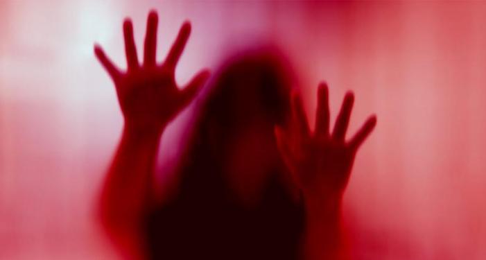 दुष्कर्म का आरोप एसआरएन के चिकित्सकों पर लगाने वाली युवती की मौत