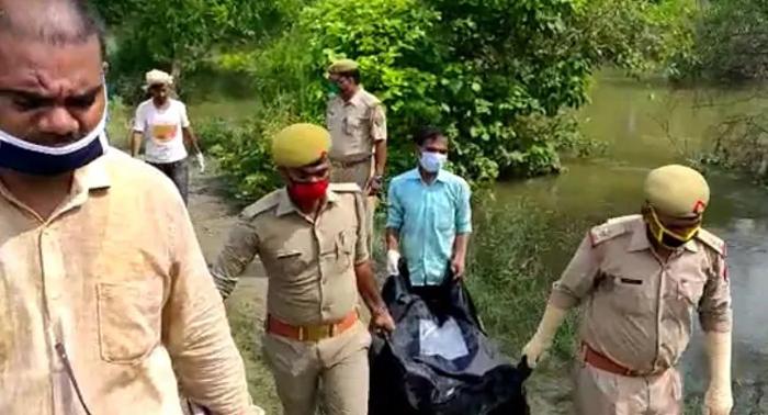योगीराज में एक और चौदह साल की दलित किशोरी का शव मिला खेत में, अंगों पर चाकू से हमला
