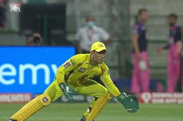 धोनी दोहरा शतक लगा, बने आईपीएल के पहले खिलाड़ी