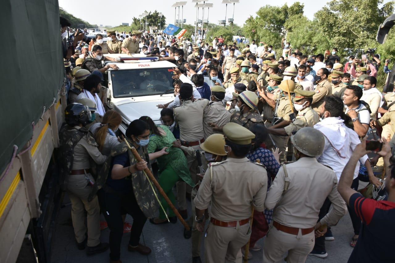 हाथरस डीएम का नाकारा कृत..! धारा 144 लागू कर पीडित परिवार के साथ क्या कोरोना का इलाज ढूंढ रहे हैं ?? राहुल और प्रियंका गिरफ्तार ..!!