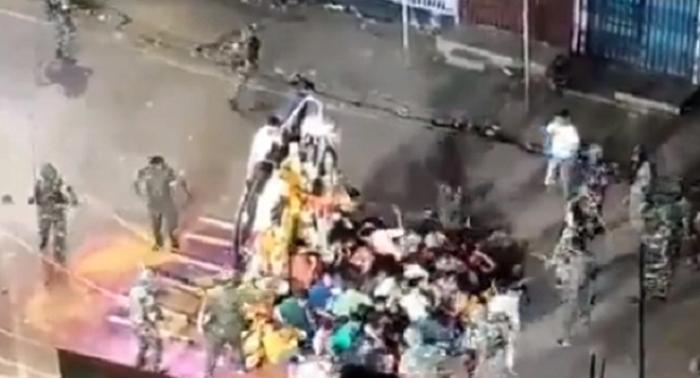 मुंगेर – बिहार पुलिस की बर्बरता दुर्गा मूर्ति विसर्जन को लेकर पुलिस ने आम जनता के ऊपर भांजी लाठियाँ, गोली लगने से हुई एक व्यक्ति की मौंत