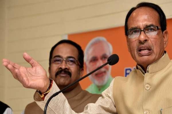 बिहार में कोरोना वैक्सीन फ्री देने का क्या ऐलान हुआ, कि भाजपा शासित राज्य एमपी के मुख्यमंत्री ने भी चौका जड़ दिया
