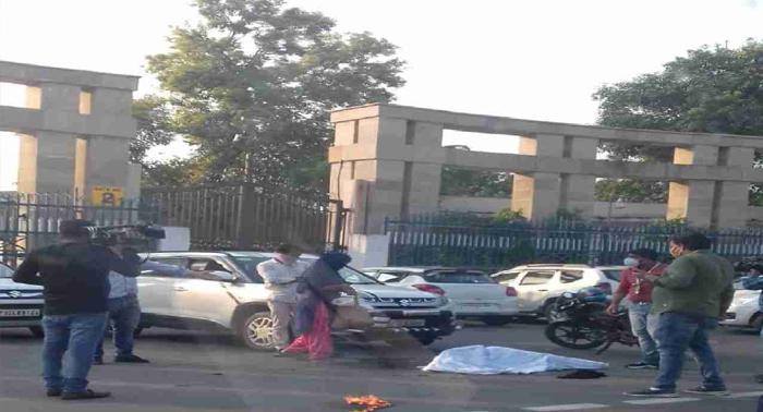 लखनऊ विधानसभा के सामने आत्मदाह करने वाली महिला ने तोडा दम