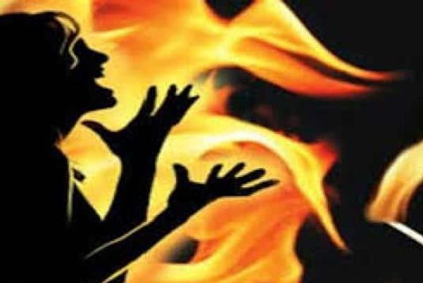 उत्तर प्रदेश – बलिया में 9वीं की छात्रा का छेड़खानी का विरोध करने पर जिंदा जलाया गया, योगीराज में अपराधियों को संरक्षण मिलने का नतीजा ?