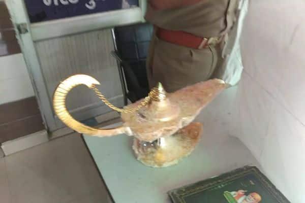 मेरठ में 31 लाख रुपये का 'अलादीन का चिराग' बेचकर लगाया चूना, ठगी का अनोखा मामला आया सामने