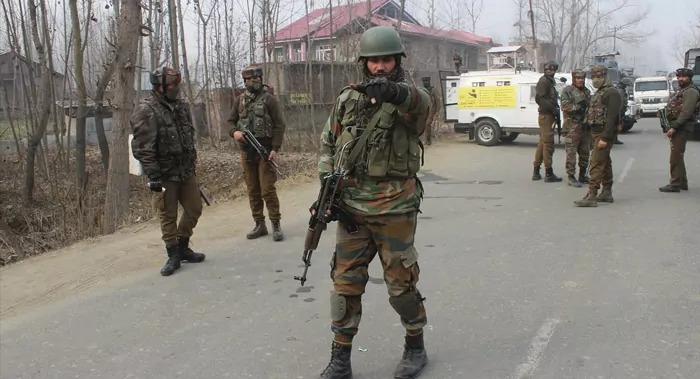 पुलवामा में तीन मिलिटेंट को सुरक्षा बलों ने एक मुठभेड़ में किया ढेर