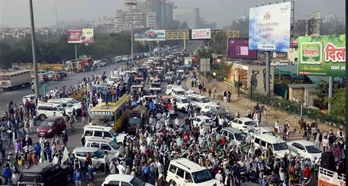 दिल्ली की सीमाओं लौटते किसानों को देख सरकार की पेशानियों पर बल पडना शुरू