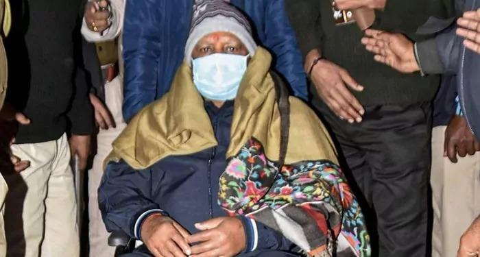 लालू यादव की हालत चिंताजनक, एयर एंबुलेंस द्वारा दिल्ली के एम्स में शिफ्ट कराया गया