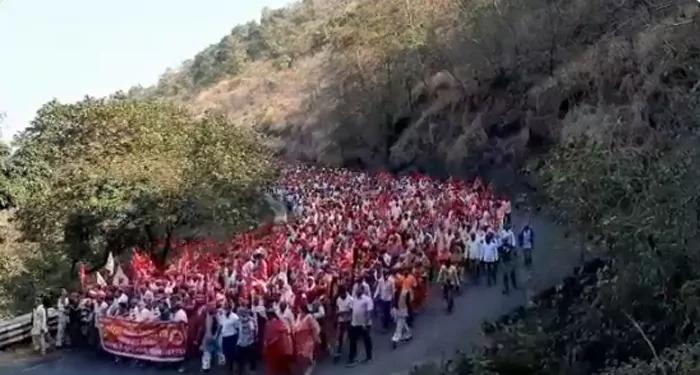 कृषि कानूनों के विरोध में नासिक से निकले किसान, किसान आंदोलन के समर्थन में, NCP सुप्रीमो शरद पवार का भी मिला साथ