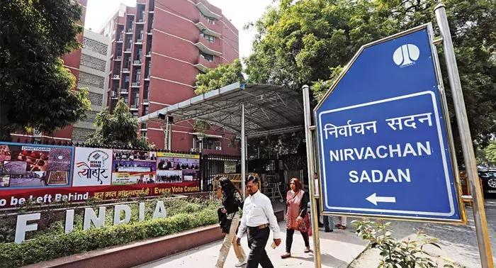 आज ममता का चुनाव आयोग के फैसले के खिलाफ कोलकाता में धरना