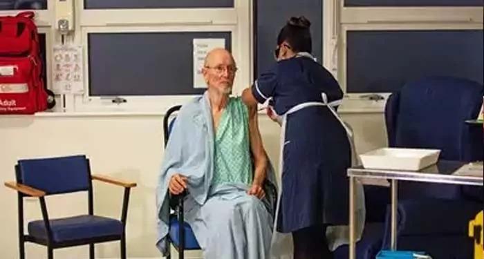 दुनिया में कोरोना वैक्सीन का पहला डोज लेने वाले पहले बुजुर्ग व्यक्ति की हुई मौत