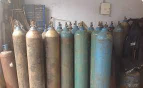 मुंबई क्राईम ब्रांच ने ऑक्सीजन की कालाबाजारी करने वालों पर कसा शिकंजा, 25 सिलेंडर और 12 किट के साथ धर दबोचा