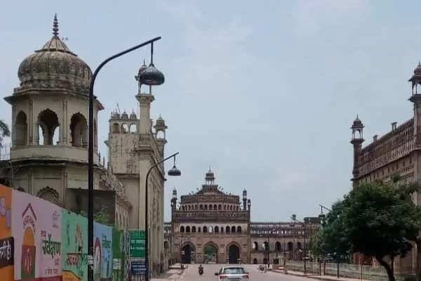 उत्तर प्रदेश की राजधानी लखनऊ समेत 20 शहरों में कोरोना कर्फ्यू रहेगा जारी