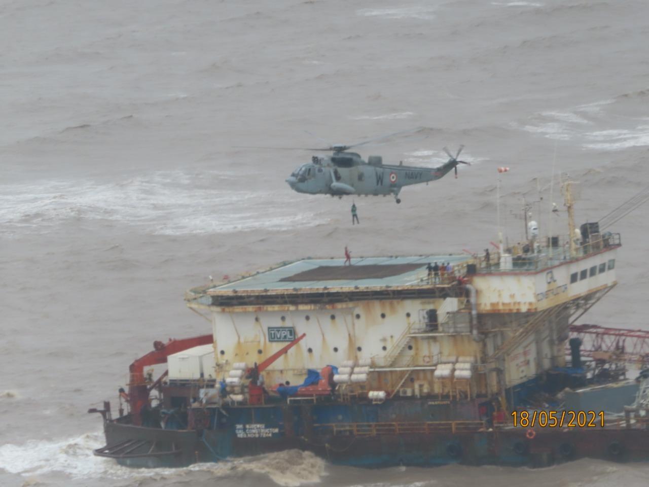 ताऊते के कहर से समुद्र में फंसी दो जहाज में से एक डूबी, 93 लोग अभी भी लापता