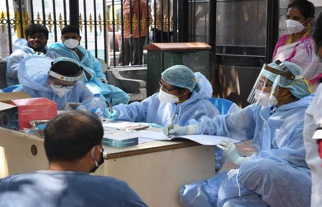 कोरोना अपडेट: 62 हजार से ज्यादा 24 घंटे में नए मामले आये सामने, 2541 लोगों की हुई मौत