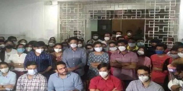 ग्वालियर 3,000 जूनियर डॉक्टरों का सामूहिक इस्तीफा शिवराज के शासन काल में…! मामा जी ये क्या हो रहा है !