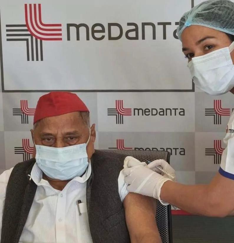 भाजपा ने अखिलेश से की माफ़ी की मांग, मुलायम के वैक्सीन लगवाने पर...!
