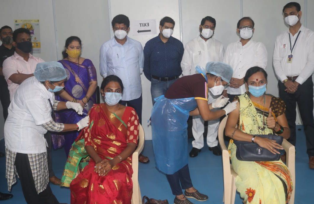 समाज के तृतीयपंथियों (किन्नरों) के टीकाकरण का ठाणे नगर निगम ने टीकाकरण अभियान के तहत किया आयोजन
