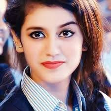 प्रिया प्रकाश वारियर ने सोशल मीडिया पर कैंडल लाइट फोटोशूट से मचा दिया हंगामा