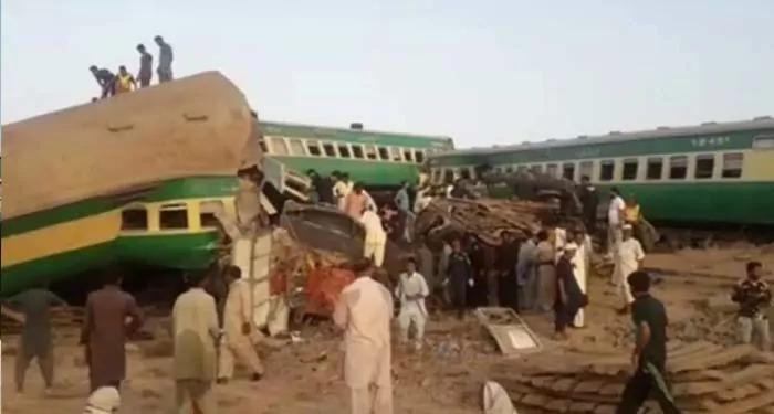 पाकिस्तान: सिंध प्रांत में हुई दो ट्रेनों की जबर्दस्त भिड़ंत, हादसे मे हुई 40 लोगों की मौत