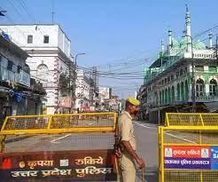 यूपी में कोरोना कर्फ्यू चार और ज़िलों से हटाया गया, लखनऊ, मेरठ, सहारनपुर, गोरखपुर पर मंगलवार को होगा फैसला