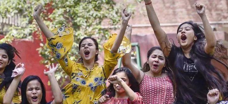 12वीं CBSE के नतीजे हुये घोषित, 99.37% छात्र उत्तीर्ण, लड़कियों ने मारी बाज़ी