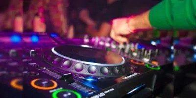 अब बिंदास बजायेंगे यूपी में DJ वाले बाबू गाना, इजाज़त दे दी सुप्रीम कोर्ट ने !