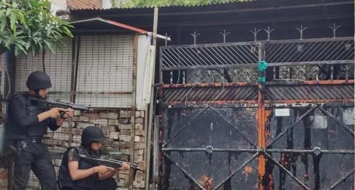 लखनऊ में गिरफ्तार दोनों आतंकियों के अलक़ायदा से जुड़े होने की आशंका, विस्फोटक सामग्री बरामद