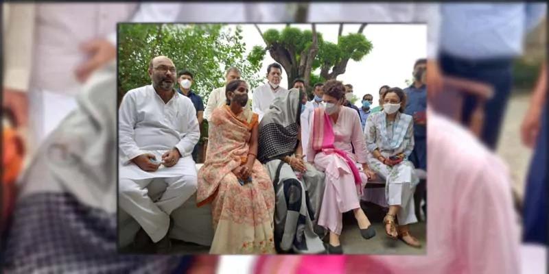 प्रियंका ने की लखीमपुर में बदसलूकी का शिकार बनीं अनीता यादव से मुलाक़ात