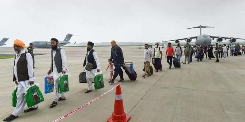 दोहा से भारत पहुंचे अफगानिस्तान में फंसे 146 भारतीय, 2 यात्री निकले कोरोना पॉजिटिव