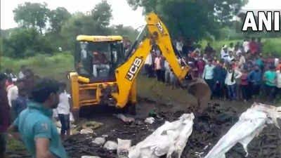 मज़दूरों से भरा वाहन महाराष्ट्र के बुलढाणा में पलटा, 15 की मौत