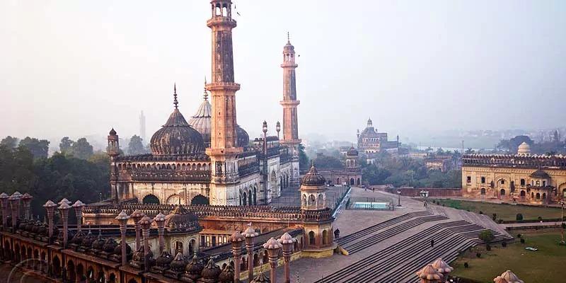 लखनऊ में आसिफी मस्जिद में पांच महीने बाद हुई जुमे की नमाज़