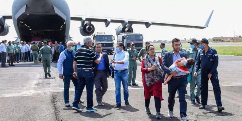नाटो अधिकारी: एक सप्ताह में काबुल हवाईअड्डे पर कम से कम 20 मौतें