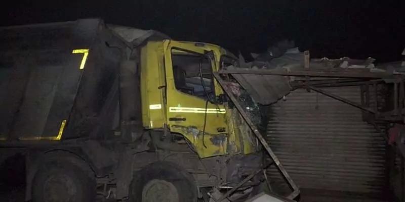 गुजरात में ट्रक ने झोपड़ी में सो रहे नौ लोगों को बेकाबू रौंदा, मौत