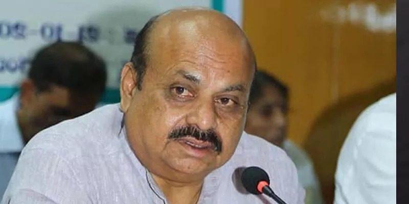 """कर्नाटक के सीएम से हिंदू महासभा के नेता ने कहा, """"हमने गांधी को नहीं बख्शा, तो आप कौन हैं?"""", गिरफ्तार"""