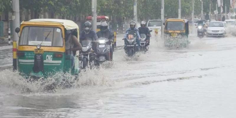 राजधानी लखनऊ समेत मूसलाधार बारिश से कई ज़िलों में जनजीवन प्रभावित