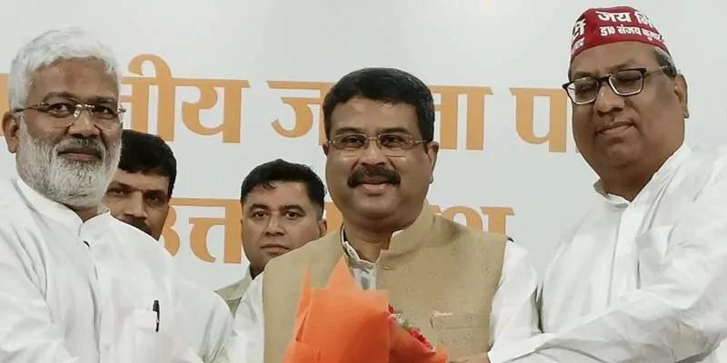 भाजपा से निषाद पार्टी ने किया चुनावी गठबंधन